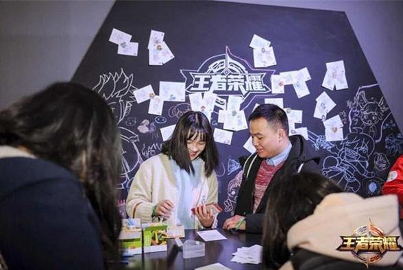 2017TGC 上海粉丝斩获《王者荣耀》全国首个凤求凰手办