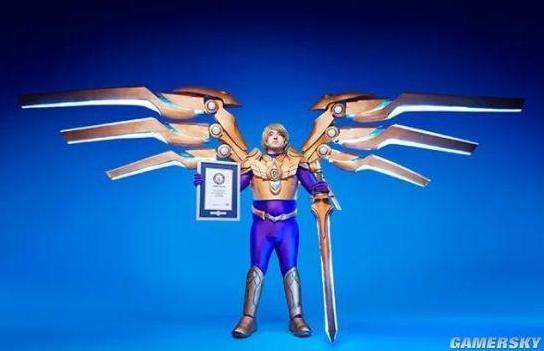 《英雄联盟》玩家COS审判天使 竟然破了吉尼斯纪录!