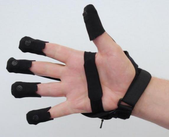 VR无线体感手套将亮相CES 2018展会 体验更真实