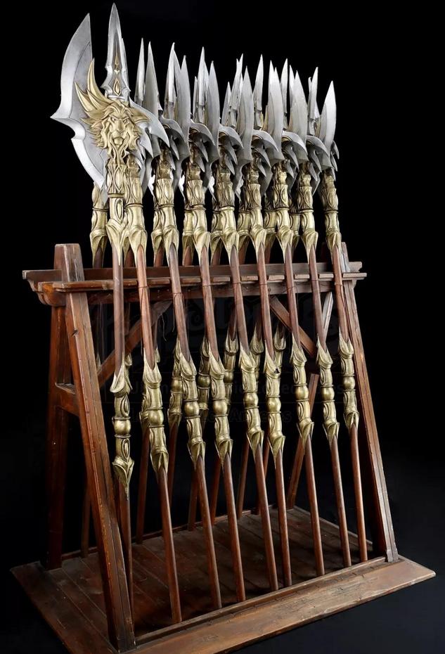 《魔兽》电影模型道具拍卖会:莱恩国王套装价值13万美元
